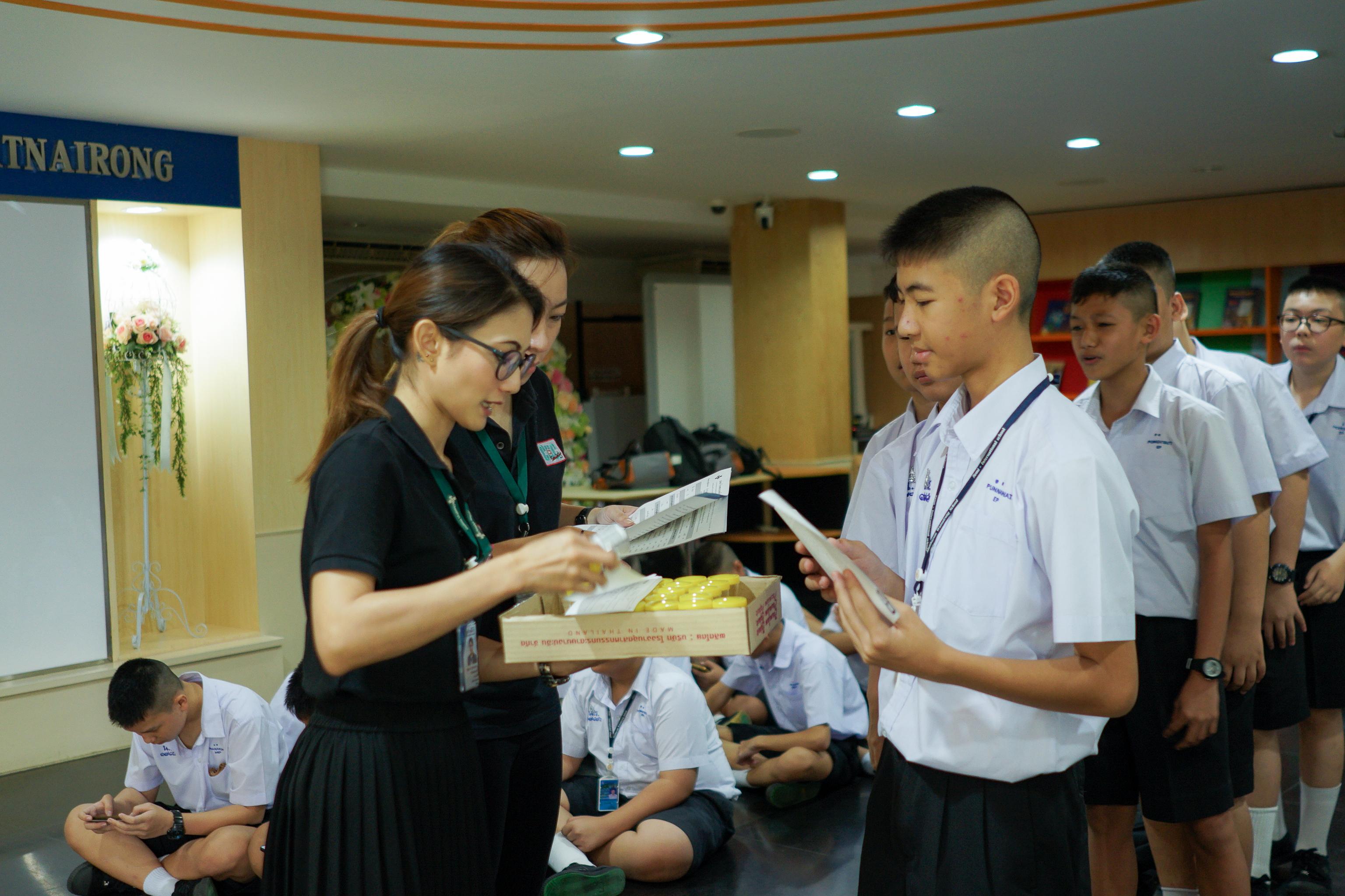 การตรวจสุขภาพประจำปีของนักเรียน ครูและบุคลากรโรงเรียนมัธยมวัดนายโรง
