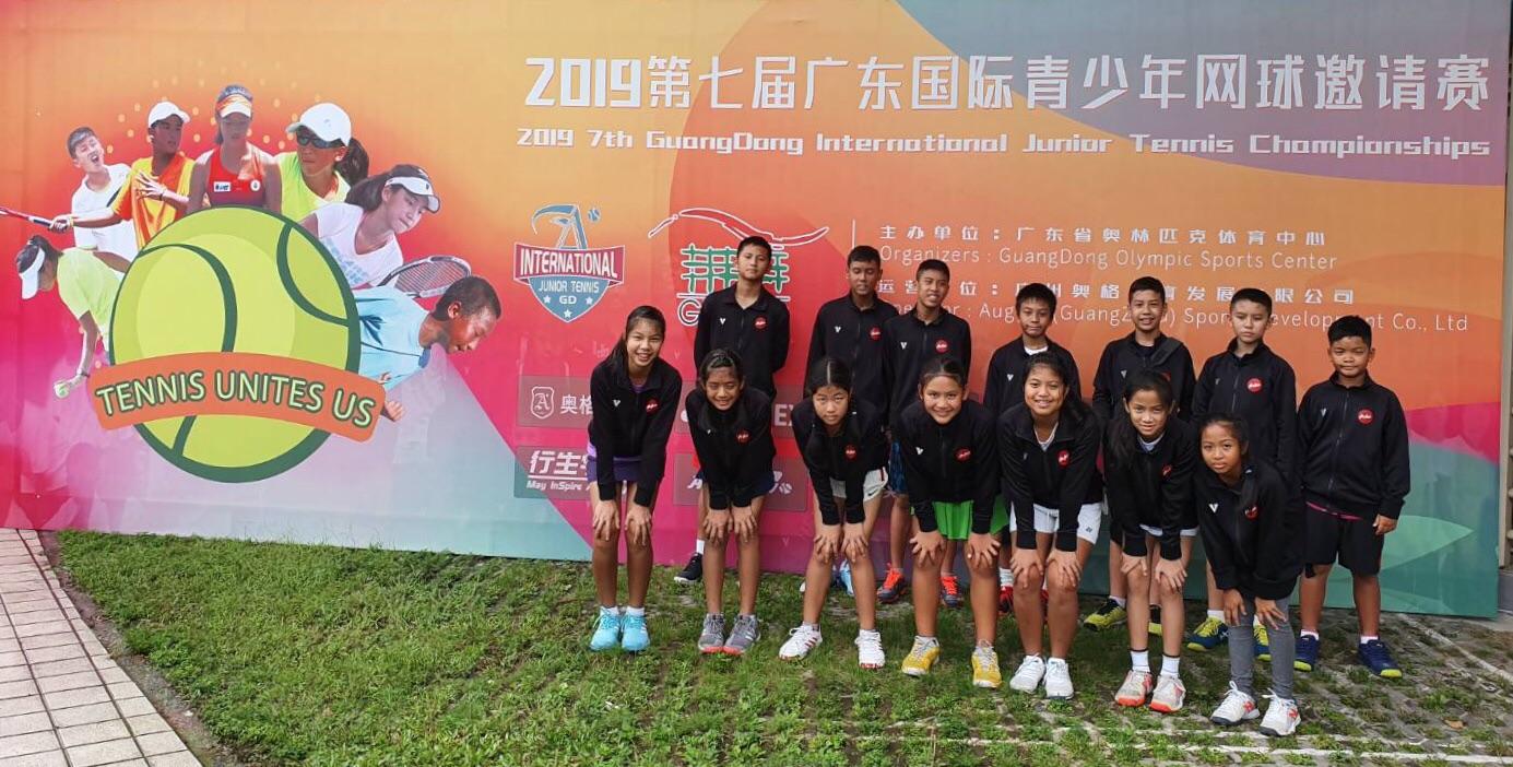 เด็กชายณัฐชนน มาริอุส คือร์ชไตเนอร์ นักเรียนระดับชั้นมัธยมศึกษาปีที่ 2/3 โรงเรียนมัธยมวัดนายโรงได้รับคัดเลือกให้เป็นตัวแทนเยาวชนไทยในการแข่งขันเทนนิสเยาวชน นานาชาติ ระดับ IFT ณ สาธารณรัฐประชาชนจีน